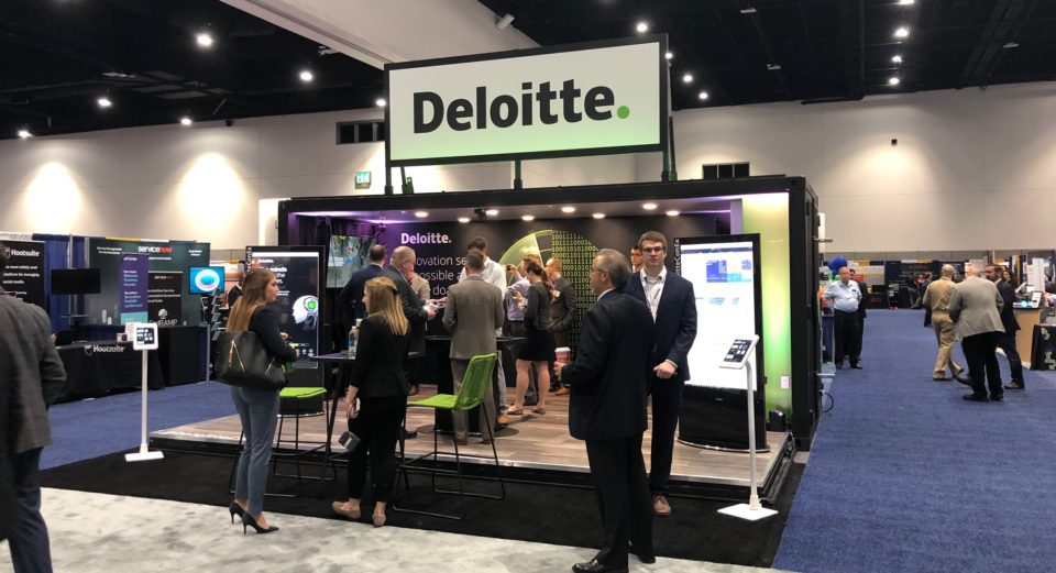 3 Ways Shipping Container Displays Can Make Trade Shows Easy